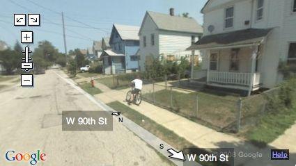 ragazzino casca su Google Street View