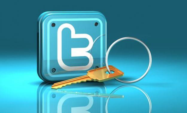 Account su Twitter, violate decine di migliaia di profili