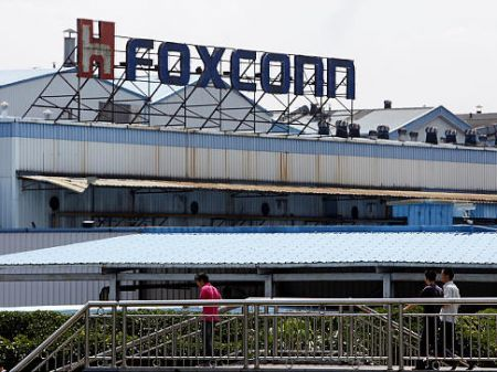 Steve Jobs: Apple difende la Foxconn