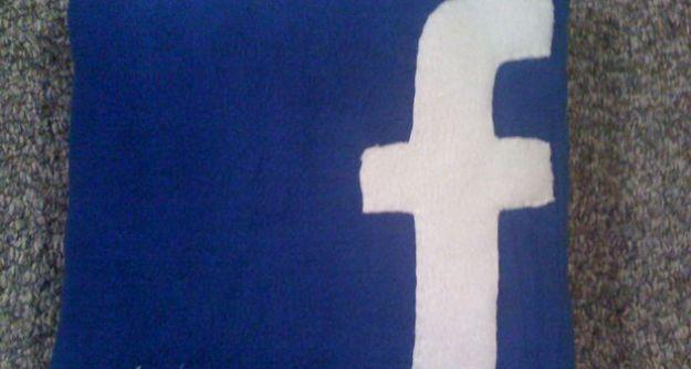 Scopri come caricare le foto su Facebook e renderle private