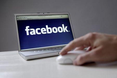 Facebook: online i dati di 100 milioni di utenti
