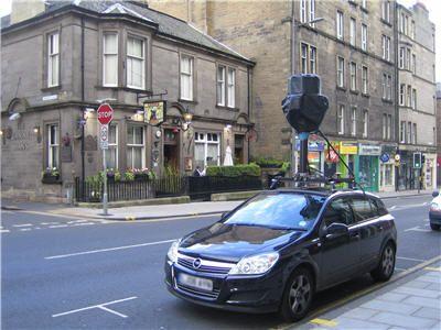 Google Street View: uova contro le case cancellate