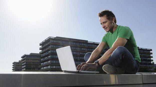 Internet gratis in vacanza, attenzione ai rischi delle wi-fi pubbliche