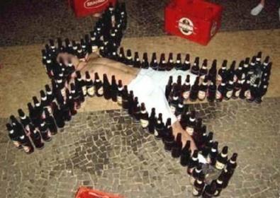 Ubriachi e contenti – Non solo le ragazze si rendono imbarazzanti su Internet