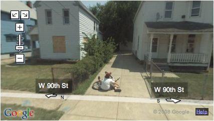 ragazzino cascato su Street View