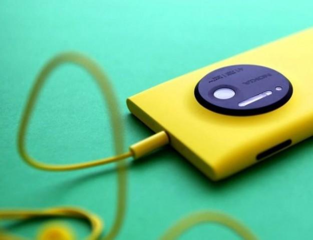 Nokia Lumia 1020 con cuffie