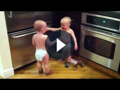 Video su YouTube: Twin Baby Boy spopola su Internet